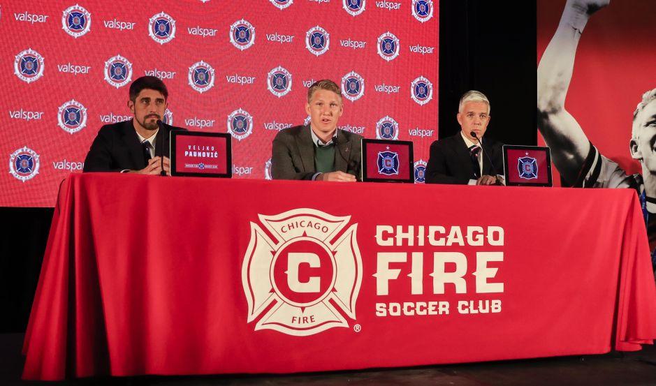 ¿Copa del Mundo? Reporteros meten la pata en la presentación de Schweinsteiger