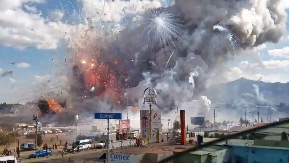 Mueren 3 en explosión en Tultepec, la capital mexicana de la pirotecnia