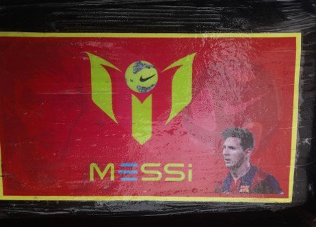 Incautan en Perú varios paquetes de droga con foto de Messi