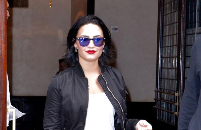 La hermana menor de Demi Lovato celebra el cumpleaños de la cantante dando gracias porque siga viva