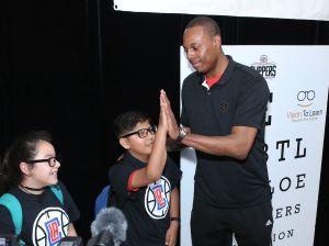 Paul Pierce y los Clippers ayudan a mejorar la visión de miles de estudiantes en Long Beach