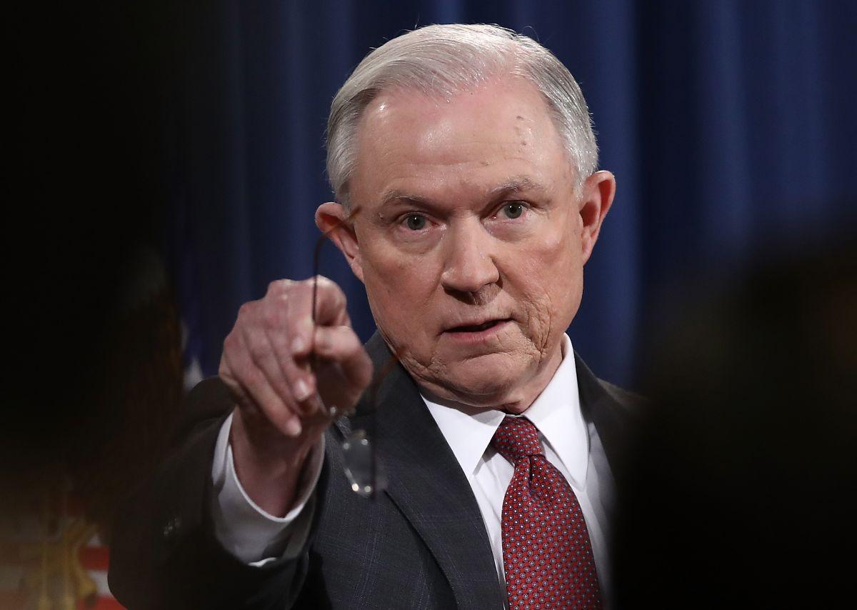 Sessions viajará a Arizona mientras su agencia adquiere más peso en combate a inmigración ilegal