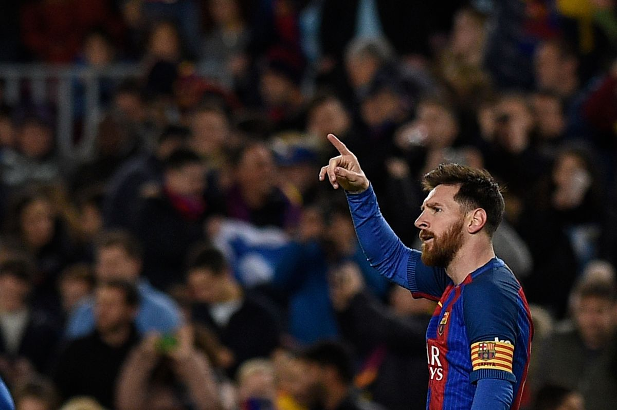 """El video de los dos goles de Messi al Celta, ¿a quién """"le habló por teléfono"""" en su festejo?"""