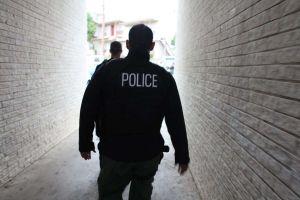 MALDEF demanda a agencia de la ley por retener a migrante para que ICE lo recoja