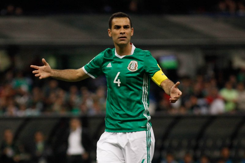 ¡El capitán Rafa Márquez padece daño en columna!