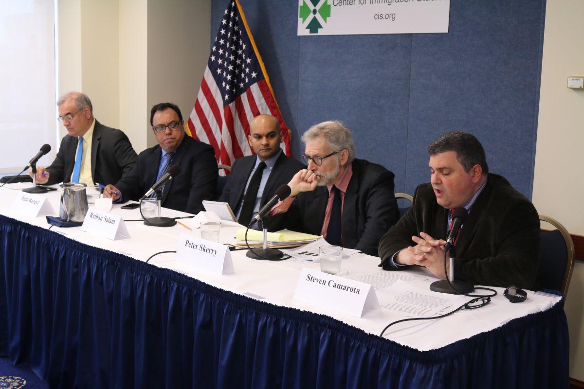 Grupo conservador exige restringir inmigración para aliviar carga a las escuelas