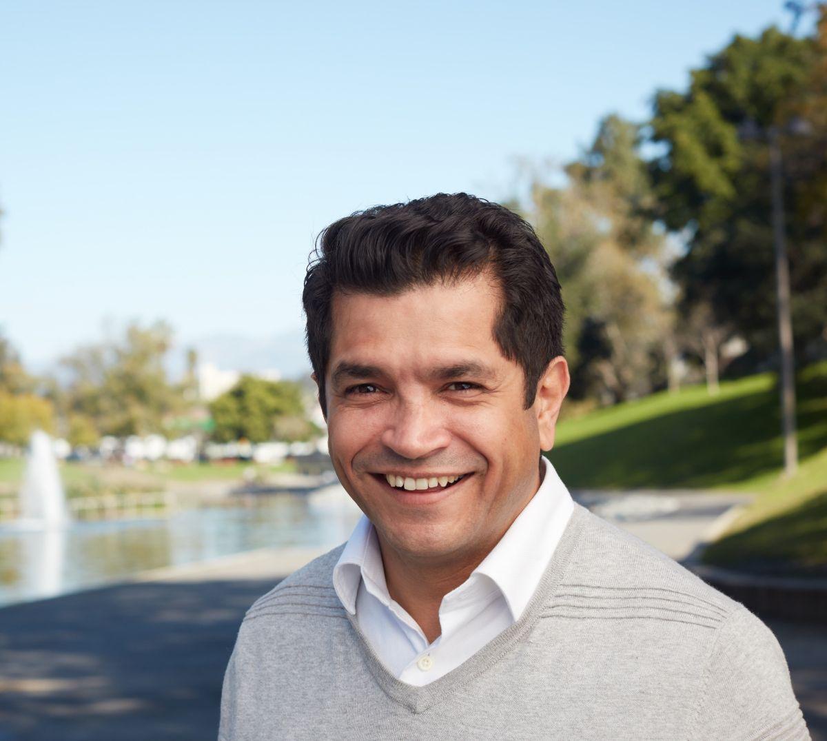 Candidatos al Congreso por el distrito 34: Conoce a Jimmy Gómez