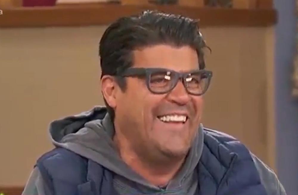 Video: Jorge 'El Burro' Van Rankin tiene un accidente en tv completamente en vivo