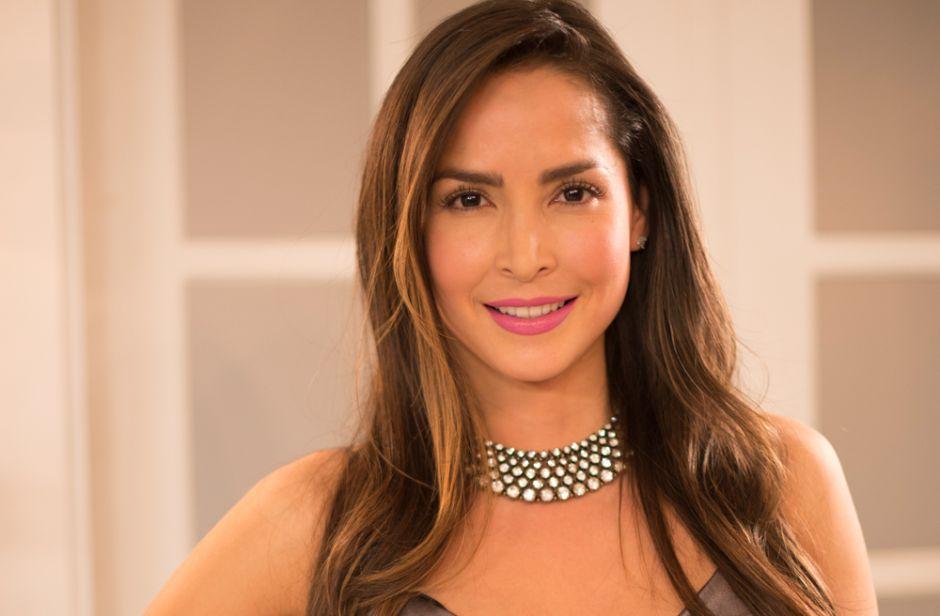 Carmen Villalobos calentó las pantallas de Telemundo con un revelador conjunto blanco