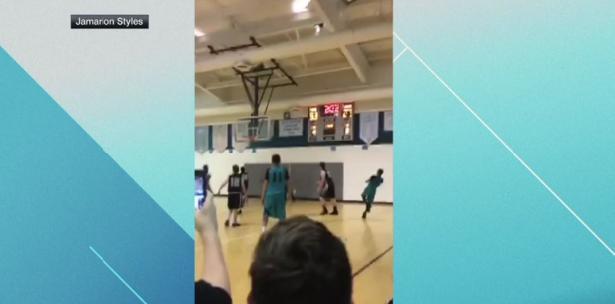 Joven sin manos es sensación al mostrar su talento en el basquetbol