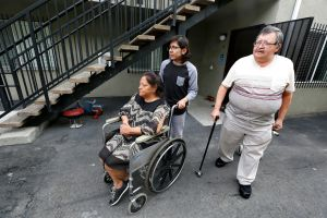 Joven latino: el sustento de una familia que sale del desamparo