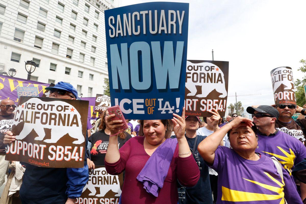 La Ley de Valores de California (SB54) limita la colaboración de autoridades locales con ICE.