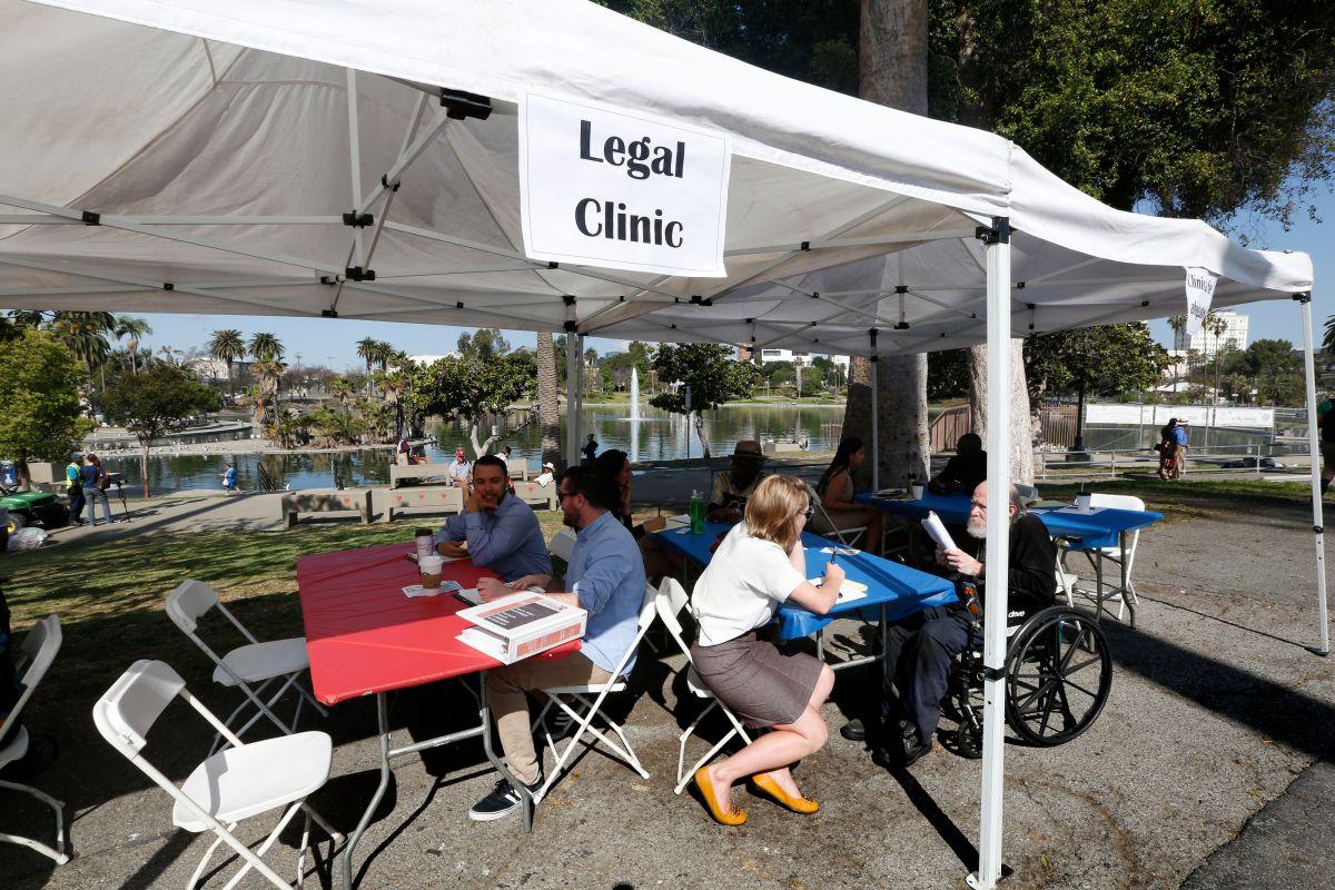 Durante el Día de los Inquilinos de Los Ángeles se ofreció ayuda legal a los que tienen problemas con su alquiler. (Aurelia Ventura/La Opinion)