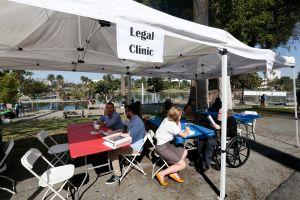 Inquilinos de Los Ángeles piden a la ciudad que no permita el aumento de rentas