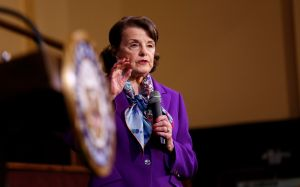 Jerry Brown respalda la reelección de la senadora Dianne Feinstein