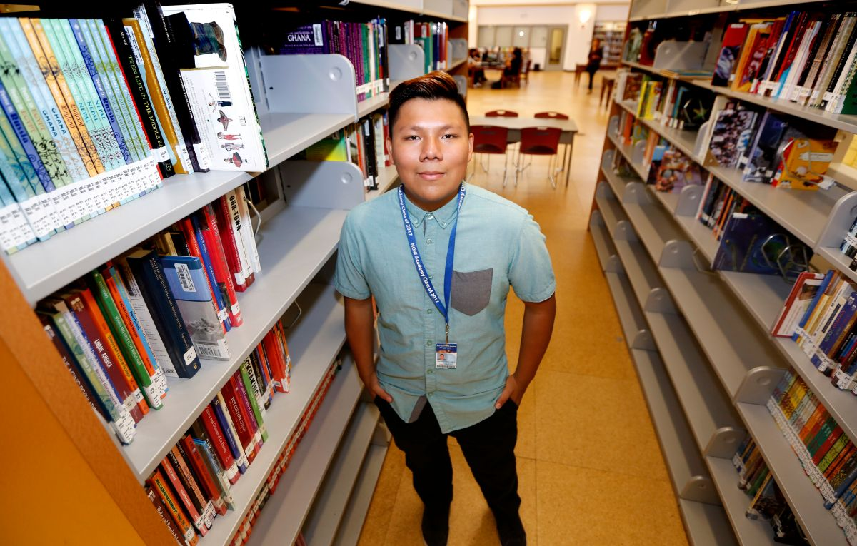 04/28/17 / LOS ANGELES/New Open World Academy student Jose Aceves was recently accepted into seven of the eight Ivy League schools.  (Photo by Aurelia Ventura/La Opinion)