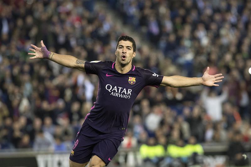 Barcelona se lleva el derbi frente al Espanyol y se afianza en el liderato