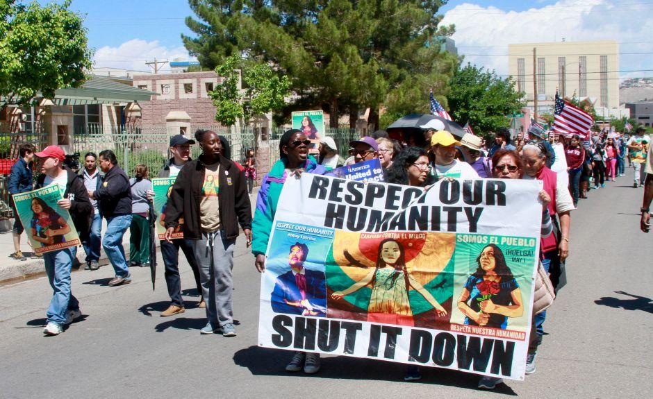 """Realizan la """"Caravana contra el miedo"""" en la frontera entre EEUU y México"""