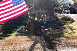 Veterano llega a Santa Mónica tras caminar más de 2,400 millas