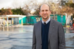 En reñida elección, LAUSD vota a favor de mayor supervisión de escuelas chárter