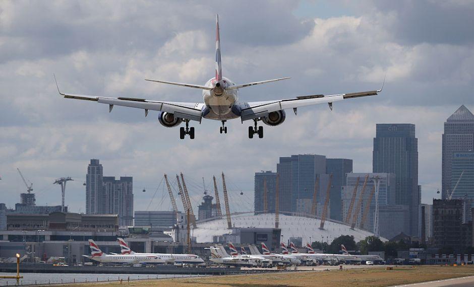 ¿Por qué las aerolíneas como United Airlines le apuestan a las sobreventas?