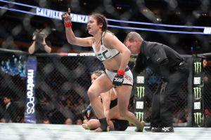 Cynthia Calvillo acabó con Pearl González y con sus implantes en el UFC 210