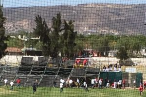 Video: Cae estructura de estadio de beisbol en pleno partido