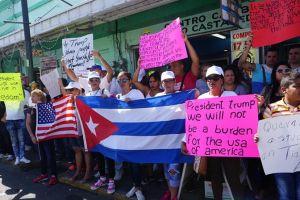 Trump sigue estudiando posibles cambios a política hacia Cuba, según Casa Blanca