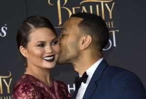 Chrissy Teigen y John Legend confirman su tercer embarazo con un hermoso videoclip