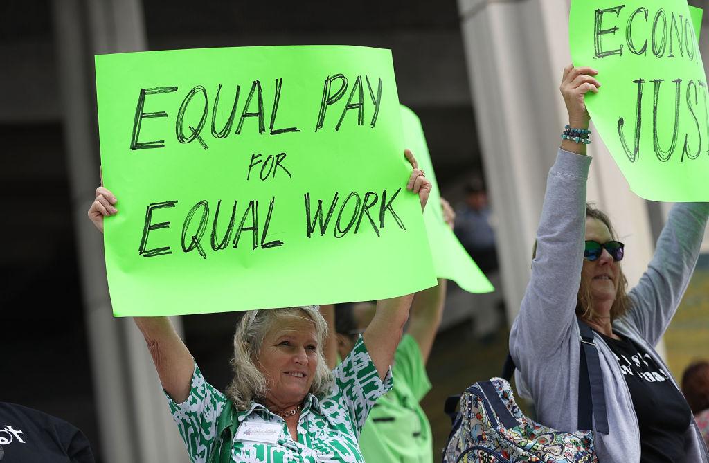 Juez federal de EEUU decide que se puede pagar menos a las mujeres