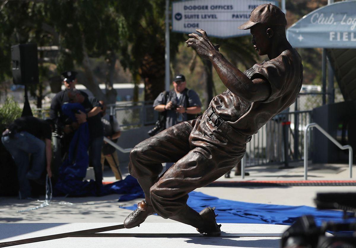 Estatua de Jackie Robinson, la primera en el Dodger Stadium.