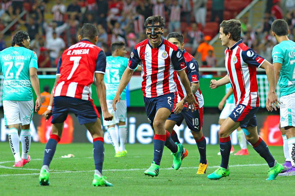 Chivas amarra su pase a la Liguilla con empate ante León