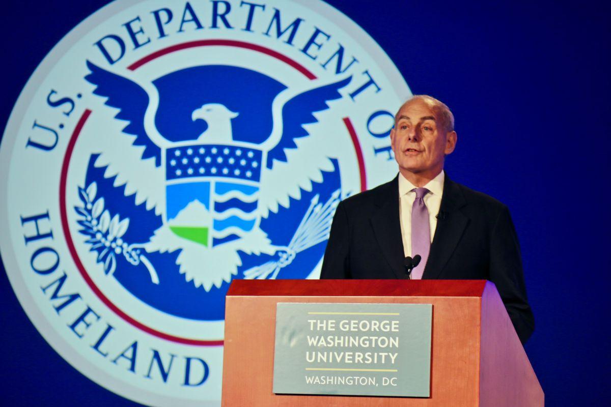 Legisladores hispanos piden a Kelly despido de funcionaria de USCIS por nexos anti-inmigrantes