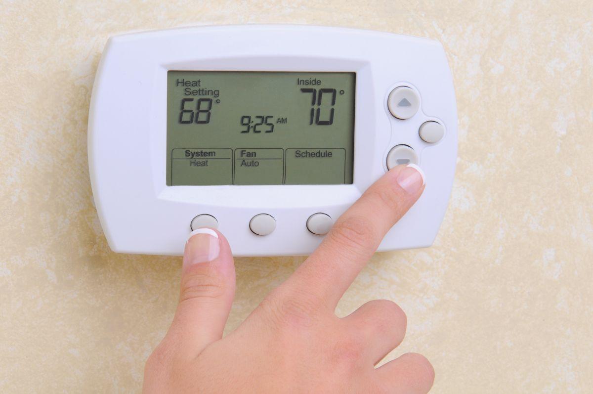 En el verano se debe fijar el aire acondicionado a no menos de 78° Fahrenheit.