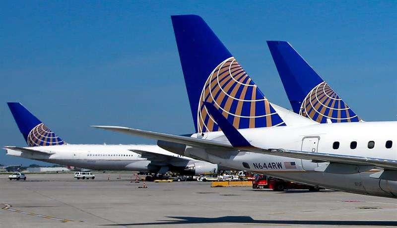 Vuelo de United Airlines aterriza con seguridad en Australia tras emergencia