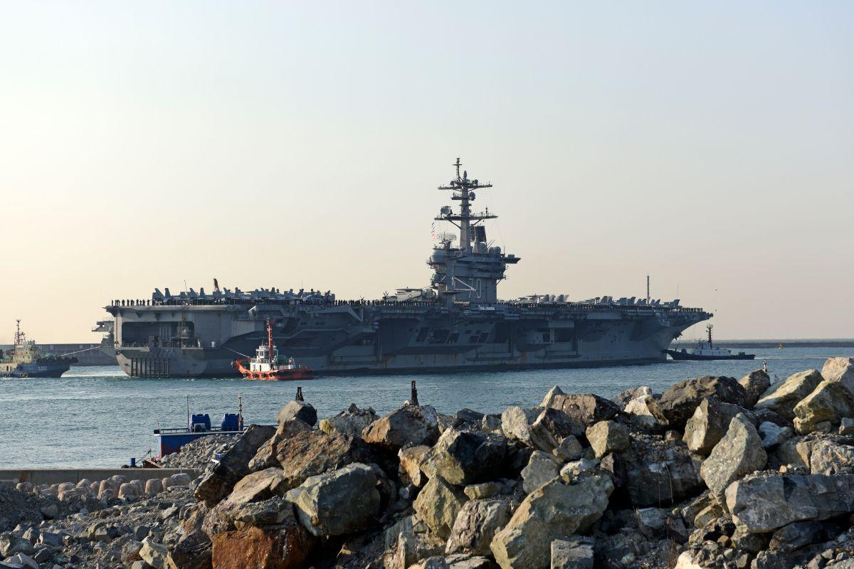 Estados Unidos dirige buques de guerra hacia Corea del Norte