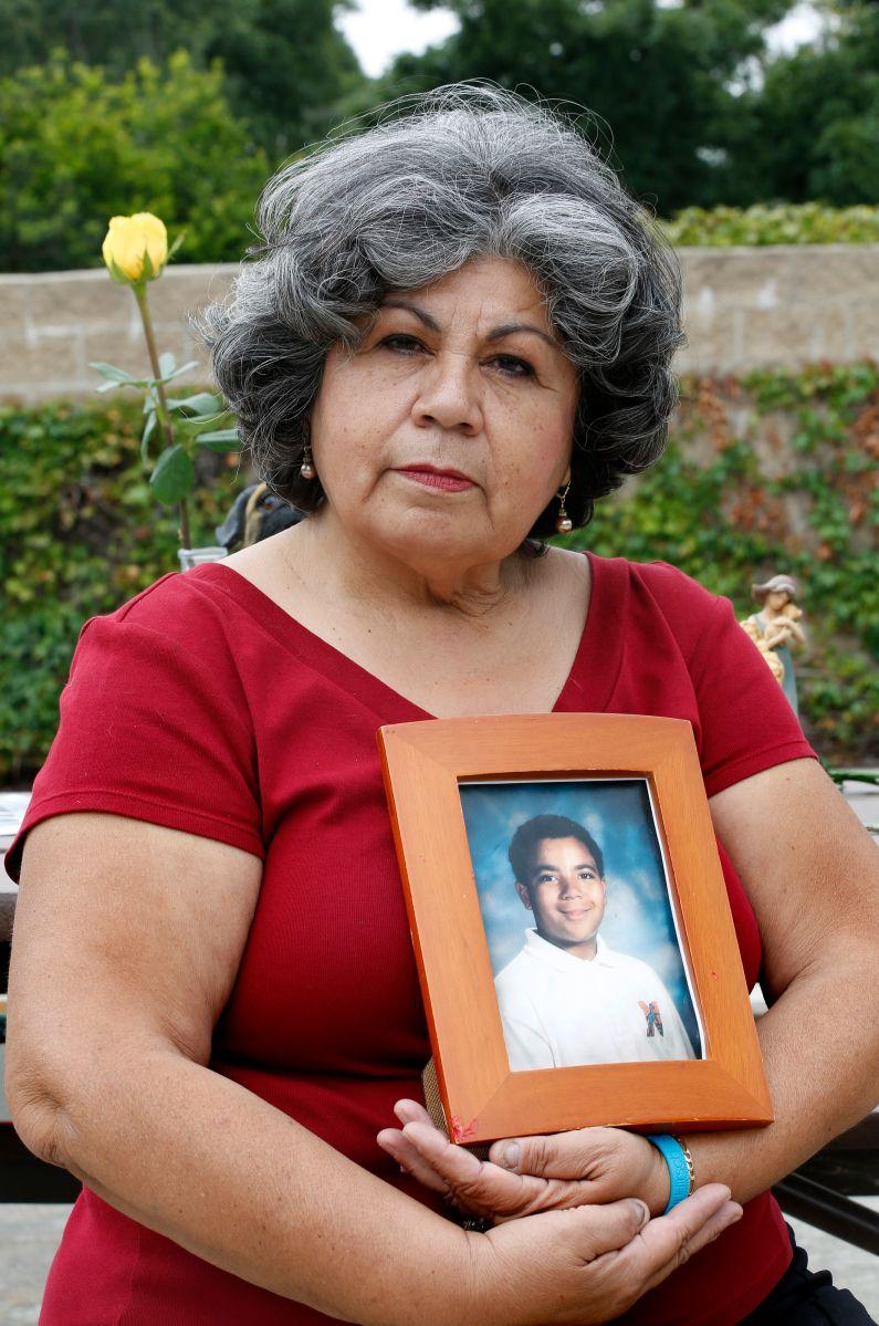 'Busquen las señales' para prevenir el suicidio, dice madre cuyo hijo se suicidó a los 13 años