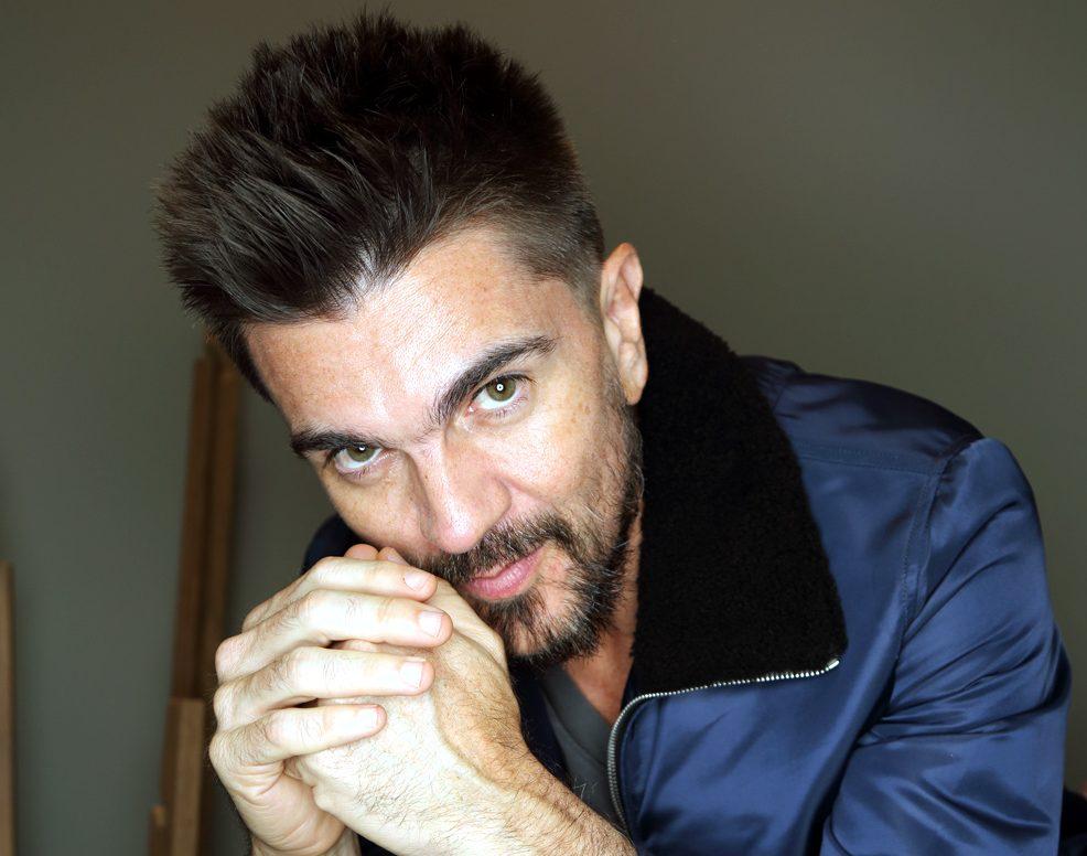 Juanes presente en Times Square para celebrar los 20 años de excelencia del Latin Grammy