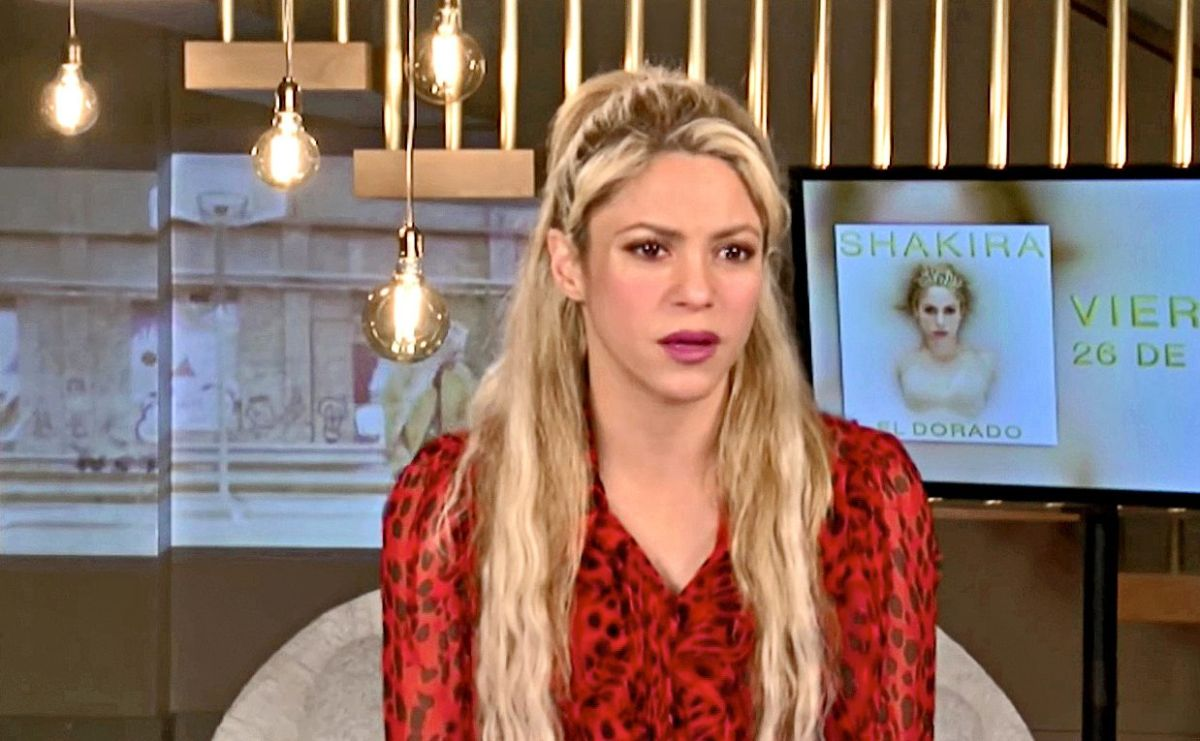 Shakira tiene una hemorragia en sus cuerdas vocales.