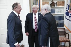 "Trump reveló a diplomáticos rusos que despedir a Comey del FBI fue ""un gran alivio"""