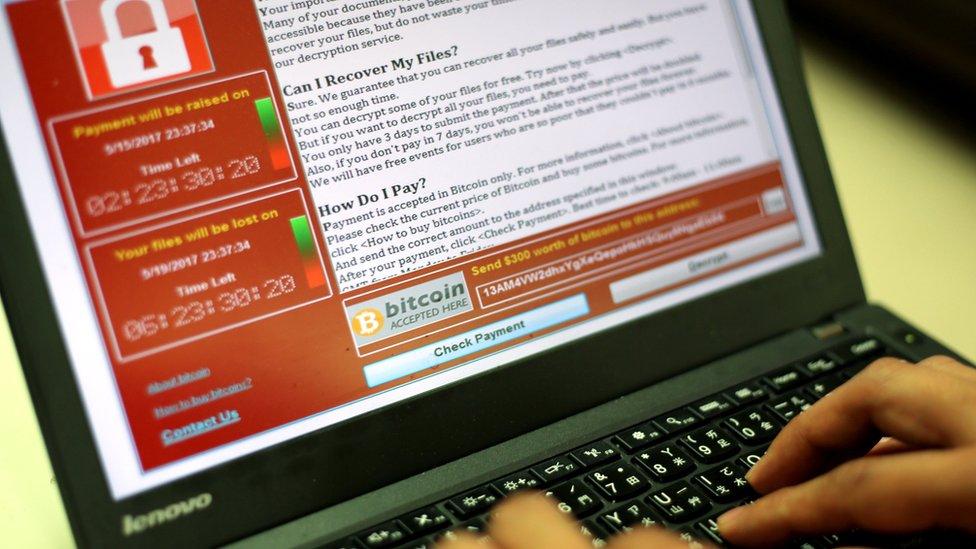 """Un """"héroe"""" frenó el cibersecuestro de computadoras en casi 100 países"""