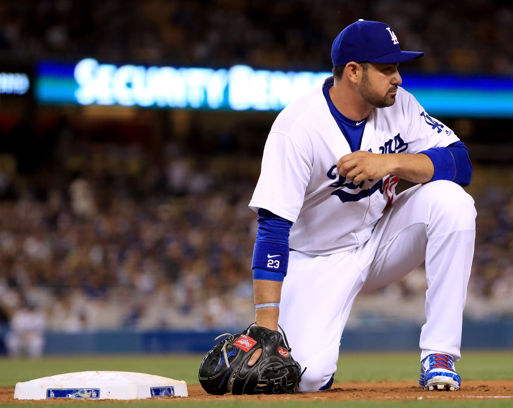 El mexicano Adrián González, de los Dodgers, ingresa por primera vez a la lista de lesionados