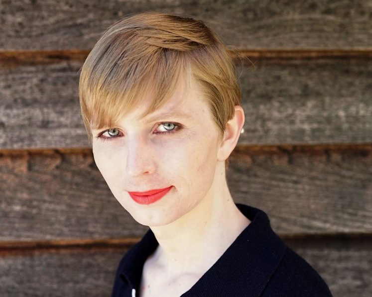 Chelsea Manning muestra su primera FOTO como mujer transgénero en Twitter