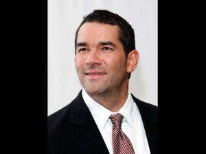 Eduardo Santamarina reconoce que quien lleva el control en su hogar, es su mujer Mayrín Villanueva