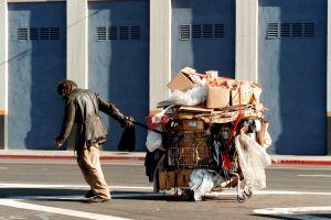 Subieron los asaltos contra desamparados a pesar de que la criminalidad ha decrecido en Los Ángeles
