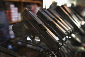 California aprueba 15 nuevas leyes para el control de armas