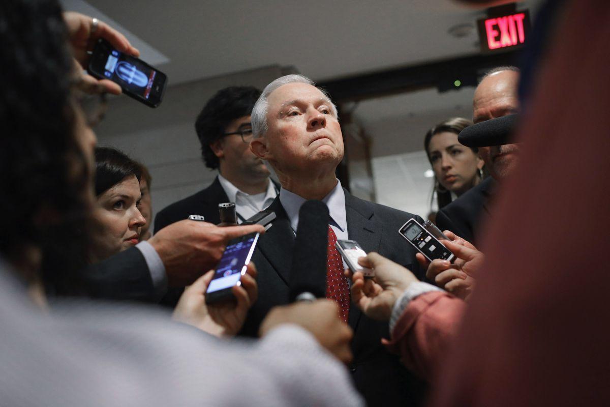 """Sessions deja claro cuáles serán los recursos que cortarán a """"ciudades santuario"""""""