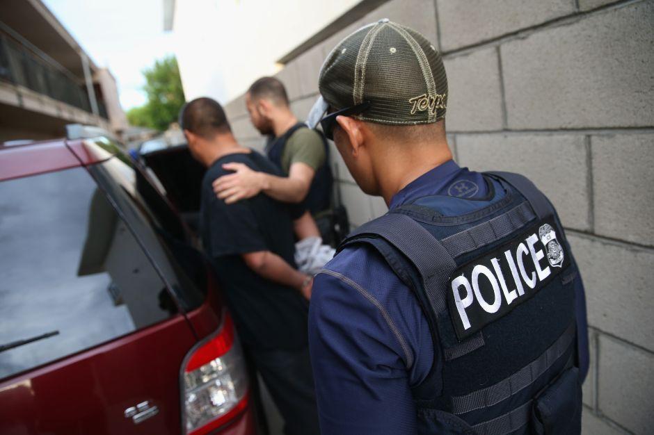 """13 arrestados durante la """"Operación Black Rhino"""" dirigida contra pandilla de Santa Ana"""