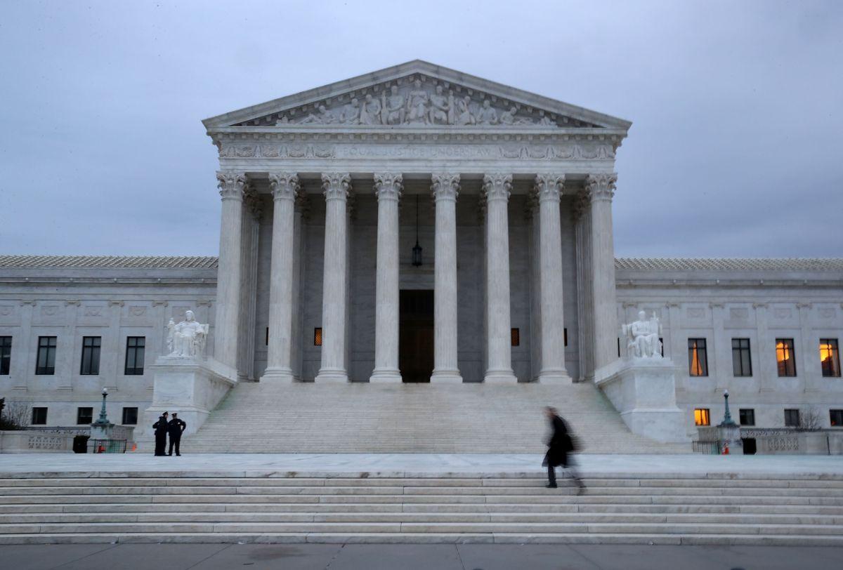 Esta decisión de la Corte Suprema salvará a miles de indocumentados