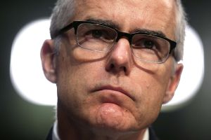 Exsubdirector del FBI McCabe puede enfrentar a cargos criminales